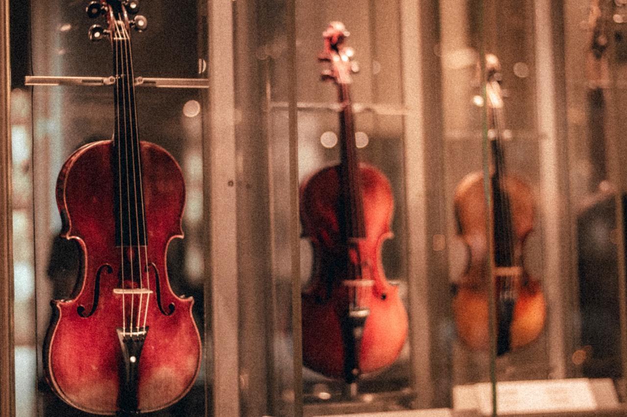 Consigli acquisto violino foto di Calin Draganescu - Unsplash
