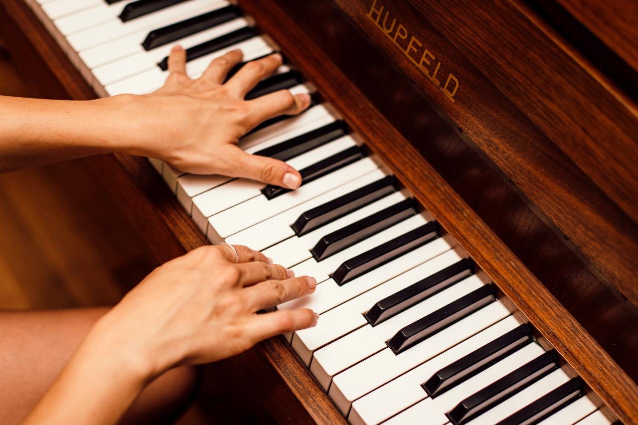 Coordinamento delle mani sul pianoforte